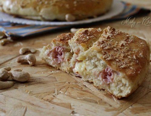 Girella di pan brioche prosciutto e formaggio