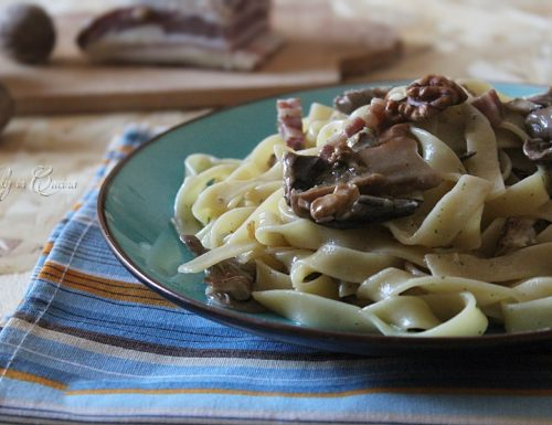 Tagliatelle funghi pancetta e noci