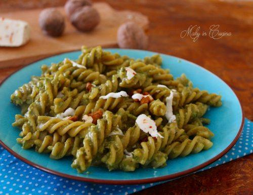 Pasta pesto di asparagi noci e ricotta salata