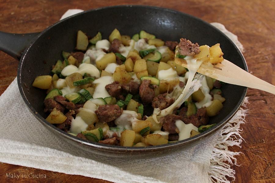 Salsicce patate e zucchine