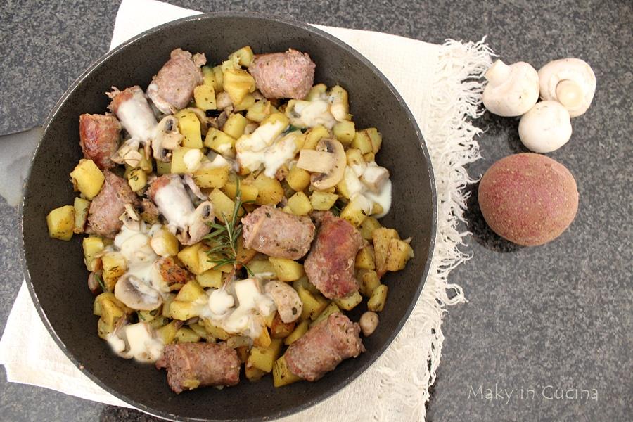 Salsicce patate e funghi filanti