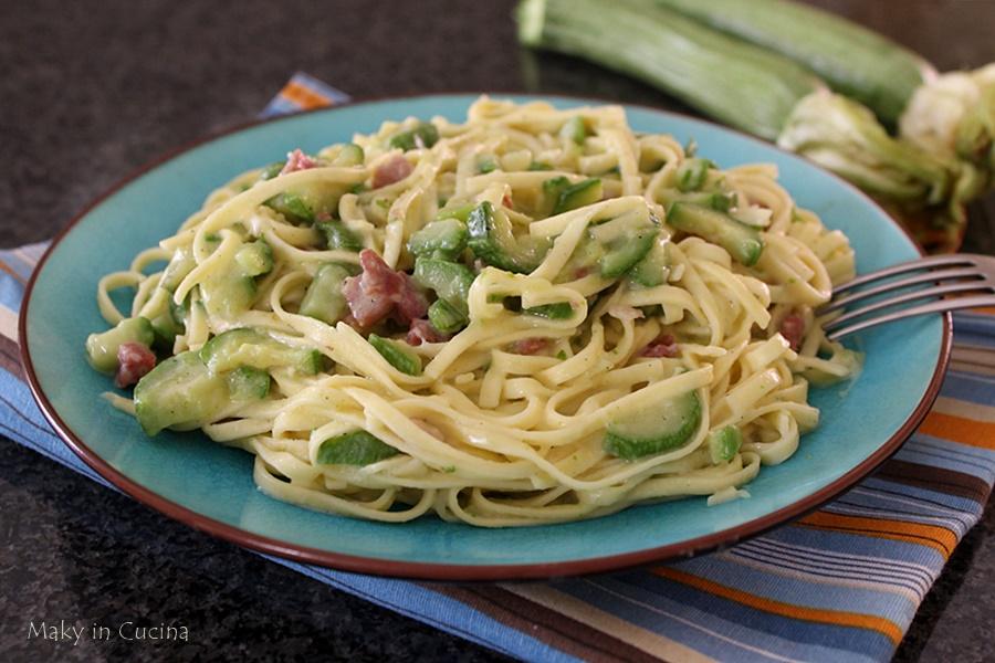 Fettuccine cremose pancetta e zucchine