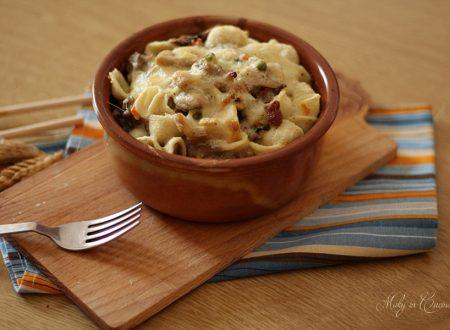 Orecchiette al forno salsiccia funghi e crema di ricotta