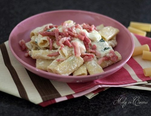 Rigatoni cremosi ai formaggi e pancetta croccante