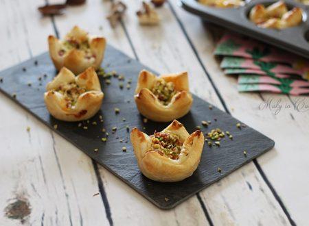 Cestini di sfoglia salame ricotta e granella di pistacchio