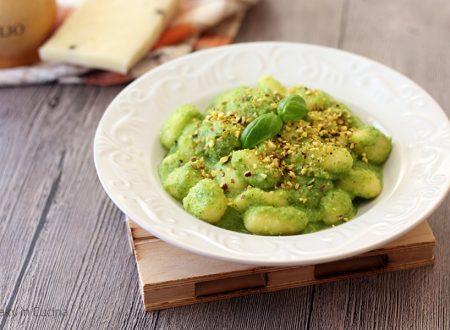Gnocchi 10 minuti crema di zucchine e pistacchi