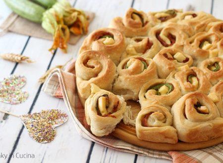 Torta di rose con zucchine e prosciutto