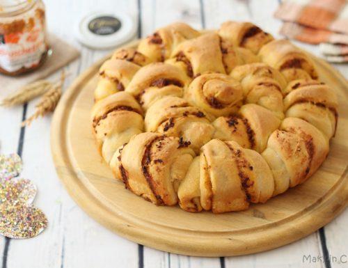 Pan brioche farcito con crema di pomodori secchi e olive