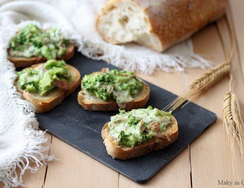 Crostini con broccoli stracchino e prosciutto
