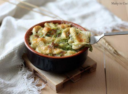 Gnocchi con crema di broccoli pancetta e provola