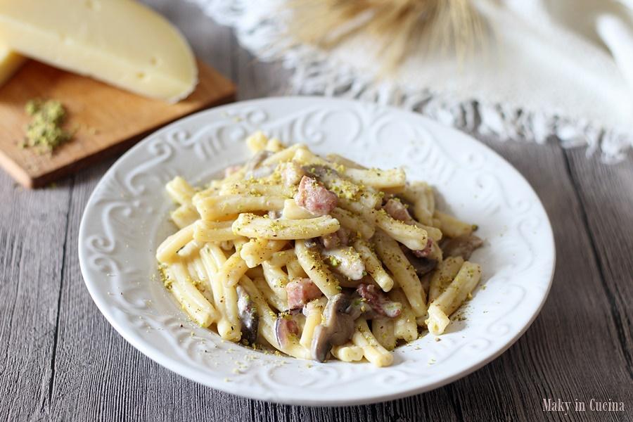 Pasta con funghi pistacchi