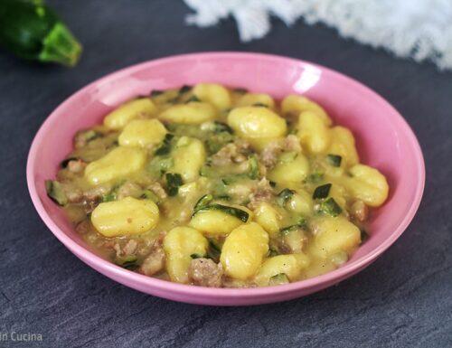 Gnocchi zucchine e salsiccia con crema di pecorino