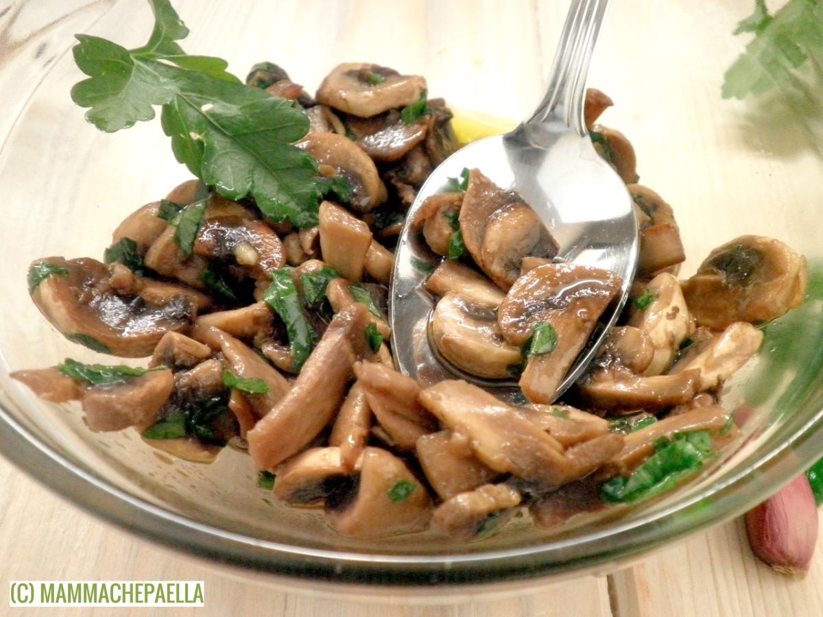Contorno di funghi champignon