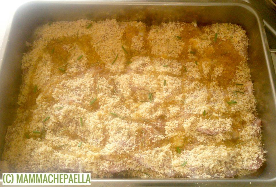 preparando ricetta delle cosce di pollo al forno gratinate