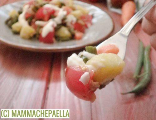 Insalata di fagiolini, patate, carota, pomodorini e tonno, fresca e leggera