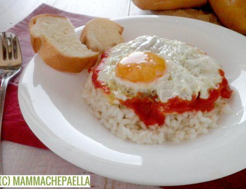 """Riso con pomodoro ed uovo fritto, ovvero """"arroz a la cubana"""""""