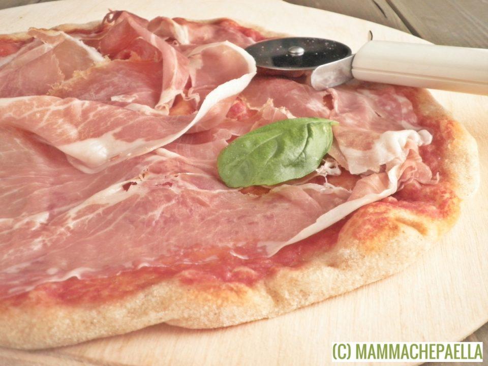 Prosciutto di parma ed impasto pizza con lievito madre 12 ore