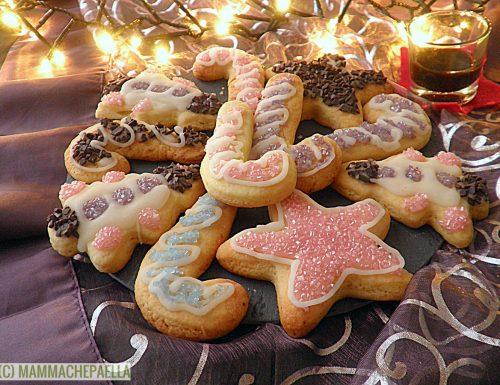 Biscotti natalizi glassati, golosi e fragranti