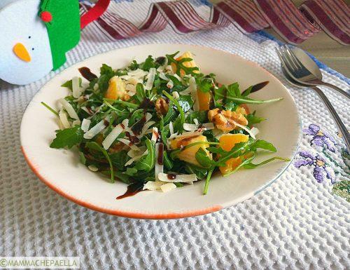 Insalata di rucola con arance, noci e parmigiano