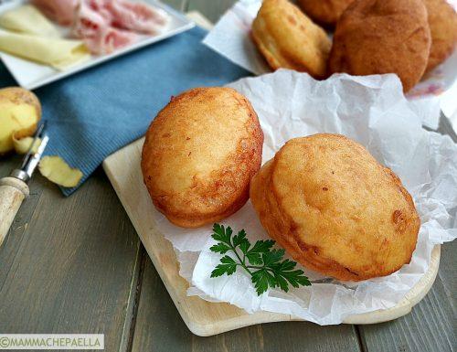 Bomboloni con lievito madre, ricetta al prosciutto e formaggio filante