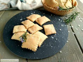 Crackers fatti in casa ricetta con lievito madre
