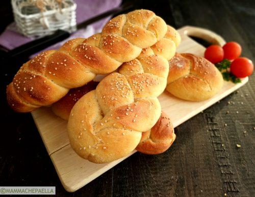 Trecce di pane fatto in casa con lievito madre
