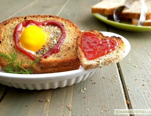 Uova al forno nel tramezzino o nella cocotte, leggere e gustose