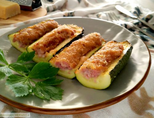 Zucchine ripiene con la salsiccia gratinate al forno
