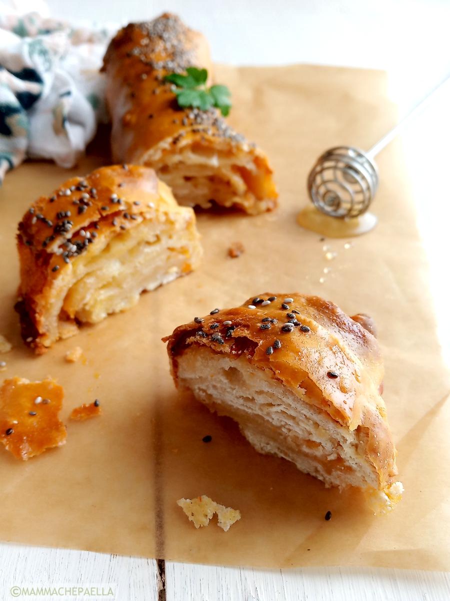 Strudel dolce-salato al formaggio e miele