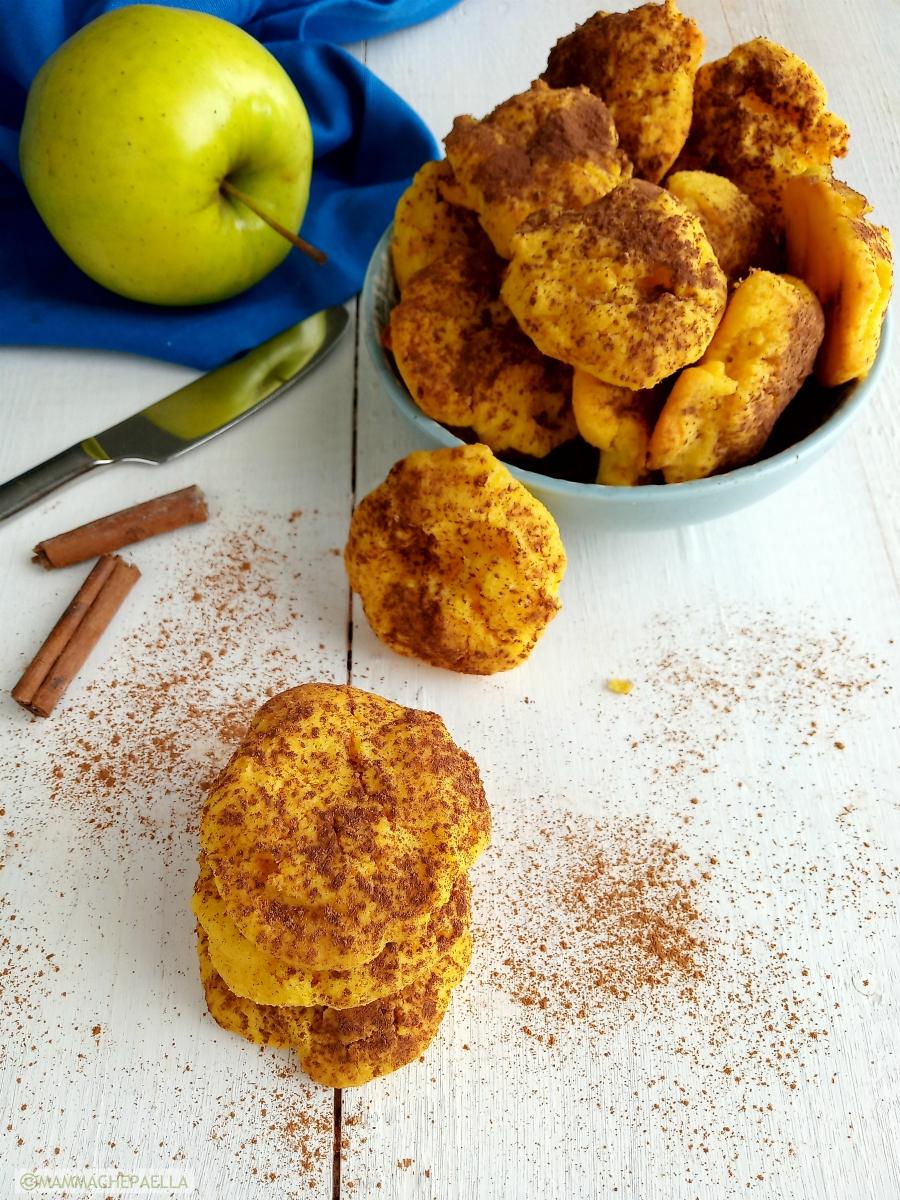 Biscotti con farina di mais e mele