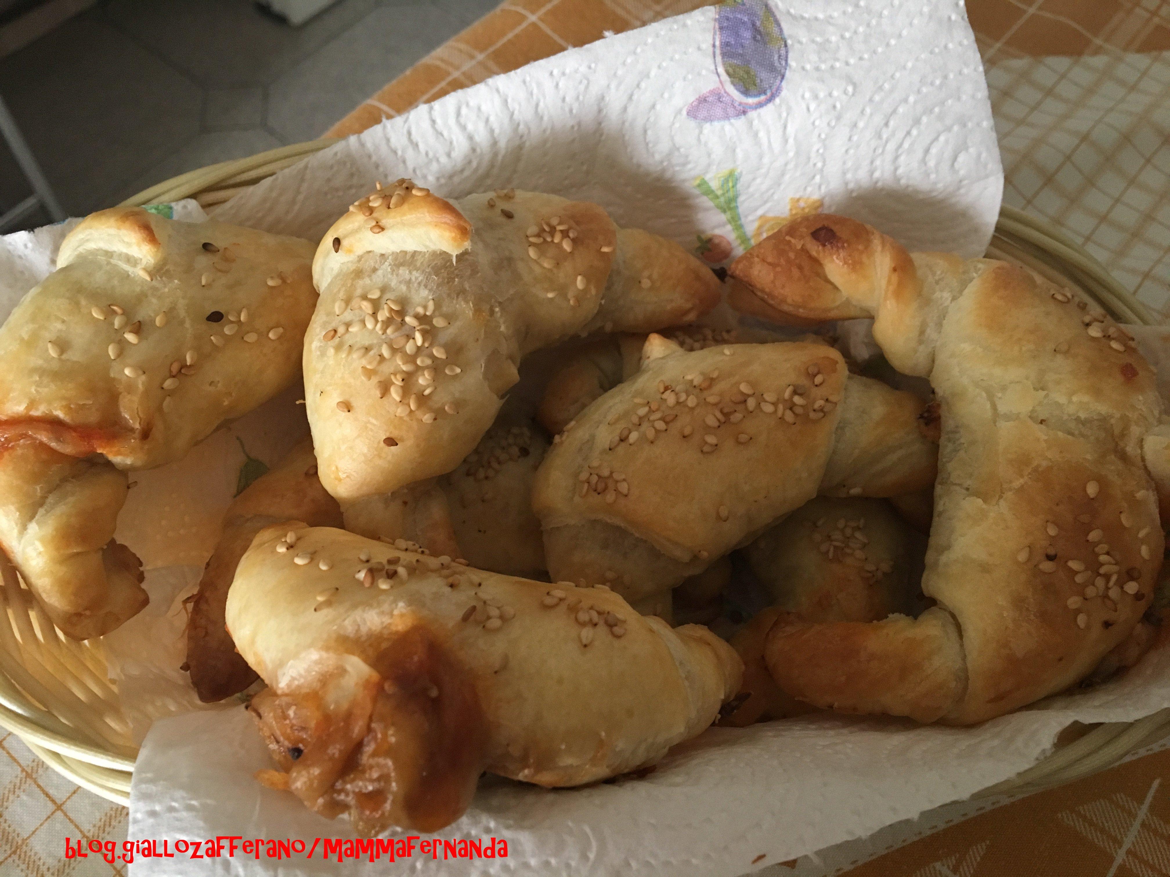 Cornetti salati acciughe e mozzarella