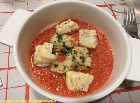 Bocconcini di rombo e code di gambero in salsa di pomodoro