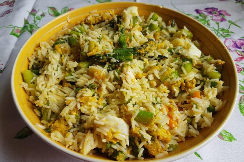 Insalata di riso con asparagi e uova