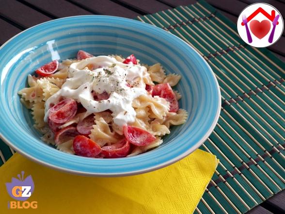 Pasta con stracciatella e pomodorini