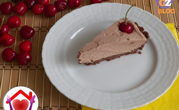 Cheesecake al cioccolato al latte e ciliegie