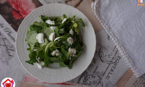 Valeriana con salsa magra allo yogurt