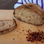 Pane semi-integrale al peperoncino con pasta madre