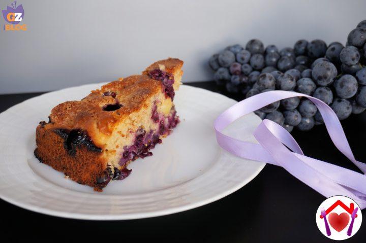 Torta integrale con mele e uva fragola