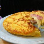 Focaccia di patate in padella con prosciutto cotto e caciocavallo