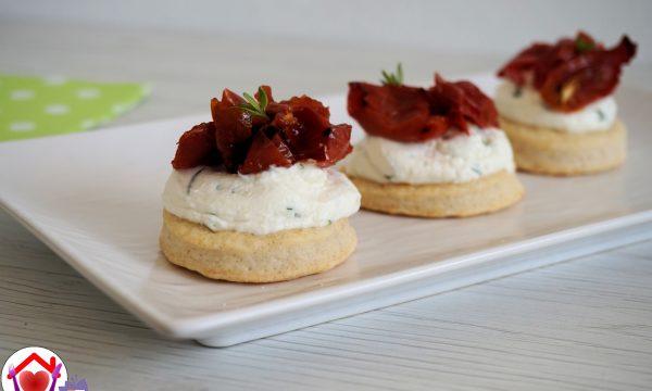 Mini cheesecake salate con pomodorini confit