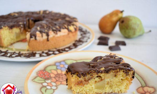 Torta alle pere glassata al cioccolato