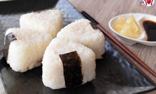Onigiri – triangoli di riso ripieni