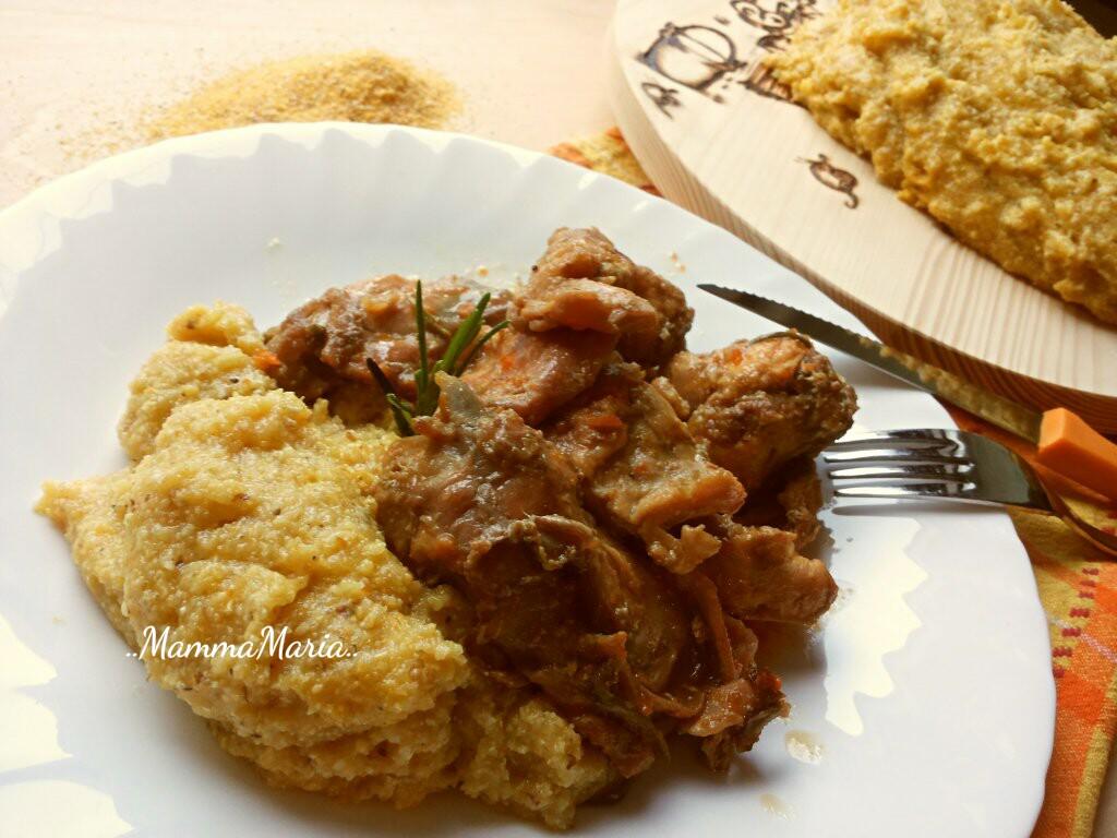 polenta e coniglio, piatto tipico delle domeniche in famiglia
