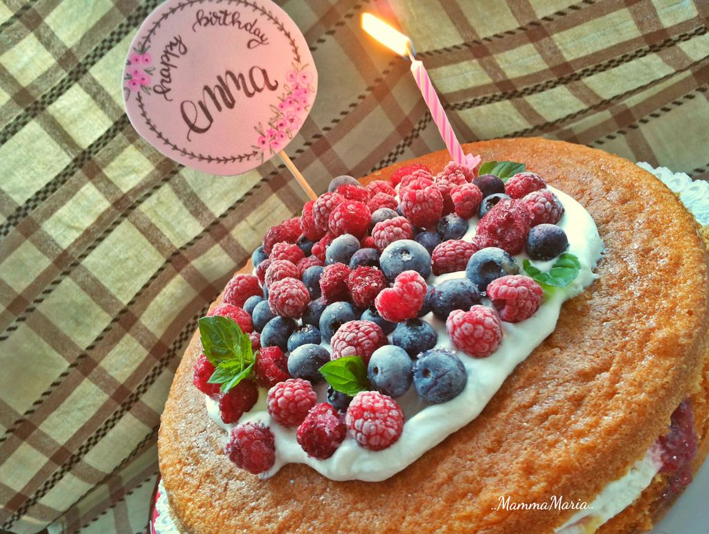 sponge cake panna e frutti di bosco