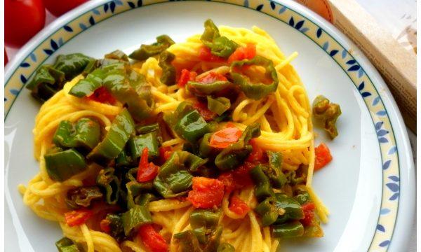 Spaghetti di mais alle verdure