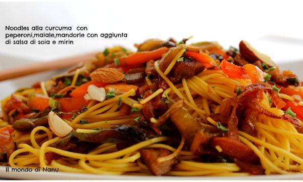 Noodles con maiale e peperoni