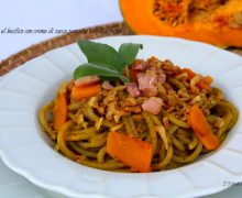 Spaghetti al basilico con crema di zucca,pancetta e cipolla fritta