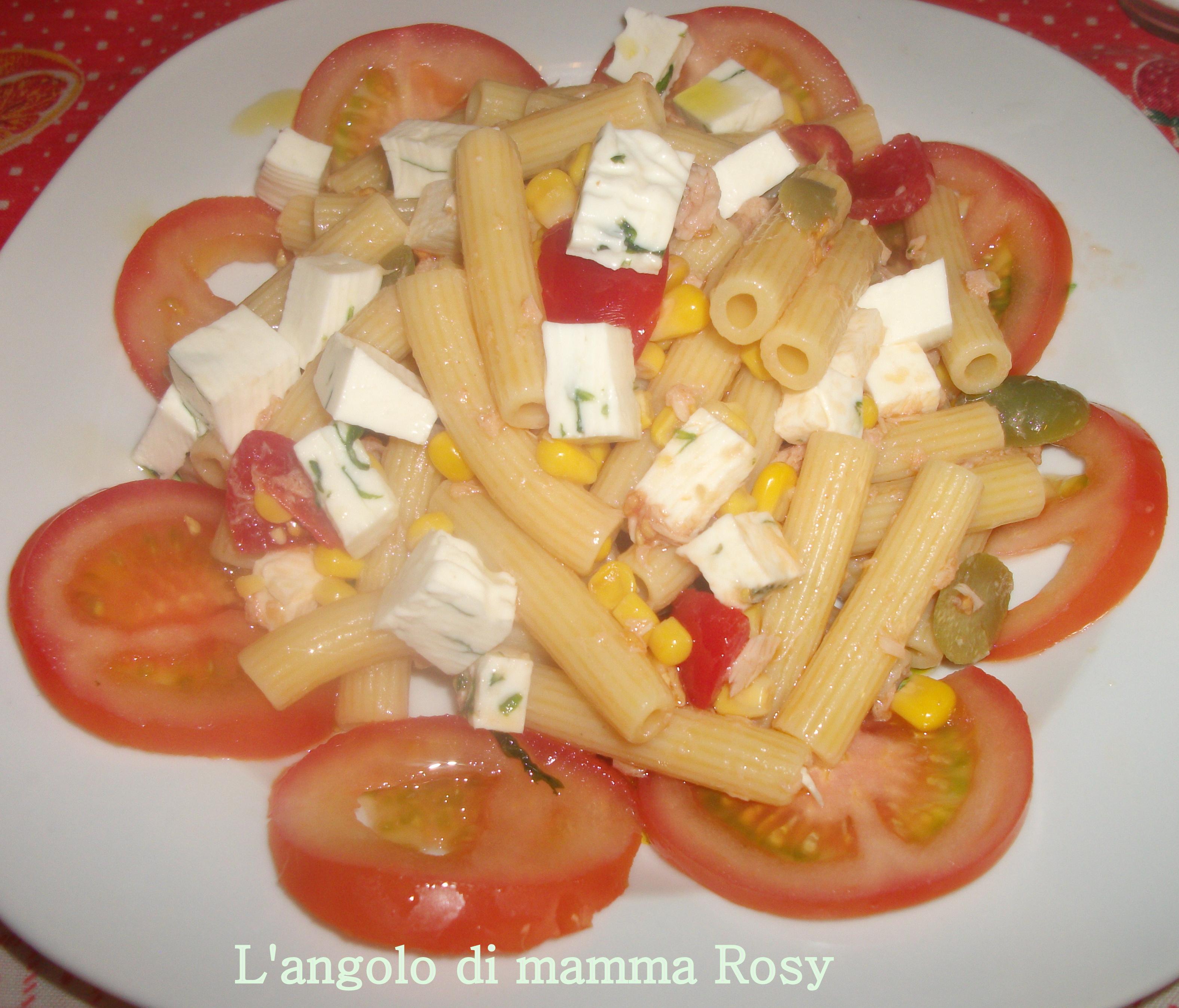 Insalata di pasta con primo sale alla rucola