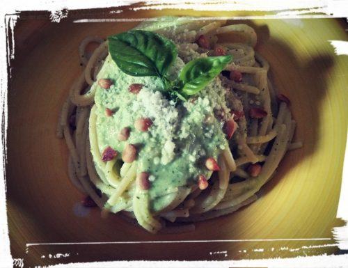 Spaghetti alla crema di zucchine, pesto e pinoli tostati👩🍳