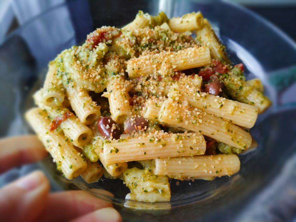 pasta broccoli e pomodori secchi